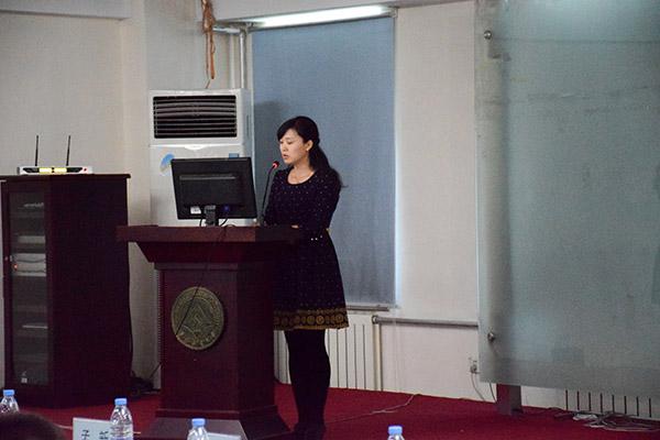 二等奖获得者外国语学院郭林在案例分析环节